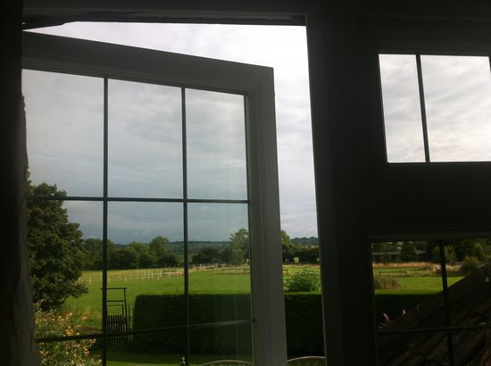 West Tyning Bed & Breakfast: A view from the 'blue room'