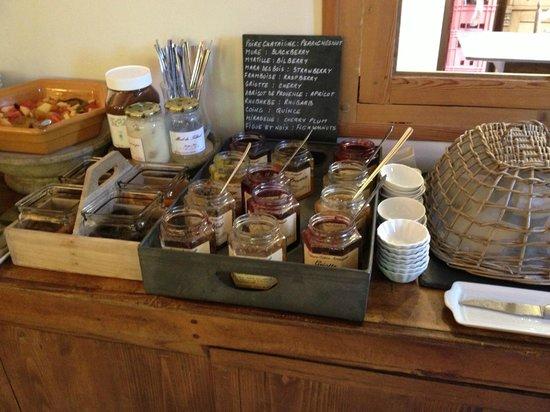 L'Aunette Cottage : Selection of breakfast jams!