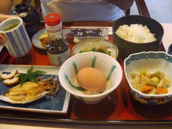 Yonago New Urban Hotel: 主人が食べた和食