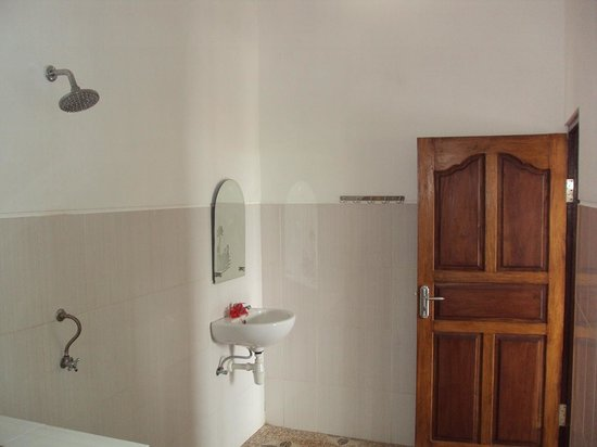 Sinar Bali 1 Bungalows: Bathroom