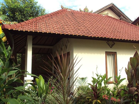 Sinar Bali 1 Bungalows: Outside of room