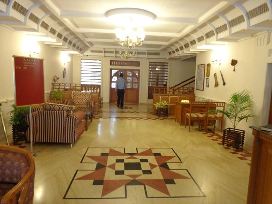 Quality Airport Hotel: Hotel Lobby