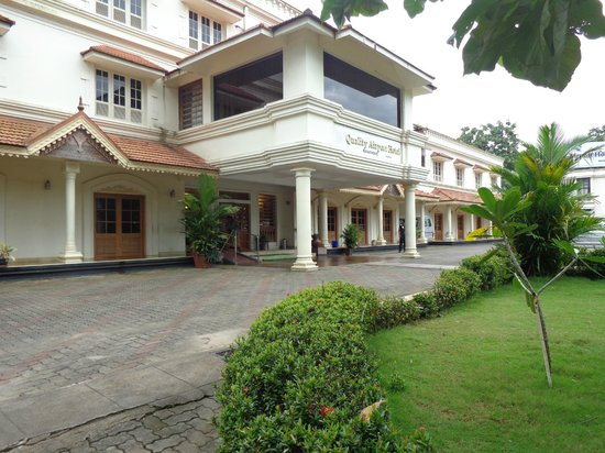 Quality Airport Hotel: Hotel Entrance