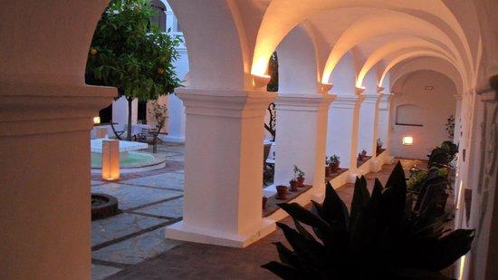 Hospederia Convento de la Parra: Claustro donce se cena