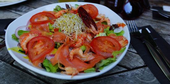 Suster Anna: Salade met zalm en rivierkreeftjes