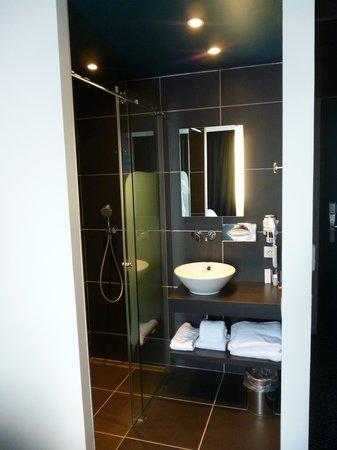 Le NexHotel : Salle de bain dans une chambre txin.
