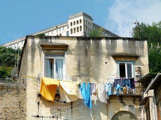Spaccanapoli Comfort Suites : Aussicht aufs Castel Sant'Elmo
