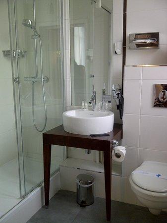 Kyriad Prestige Dijon Centre : Bathroom