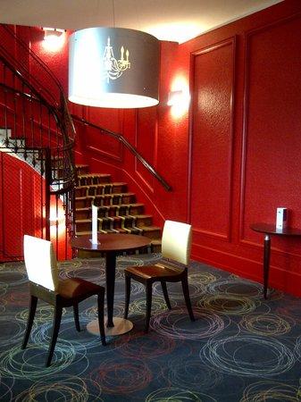 Kyriad Prestige Dijon Centre : 2eme etage hall