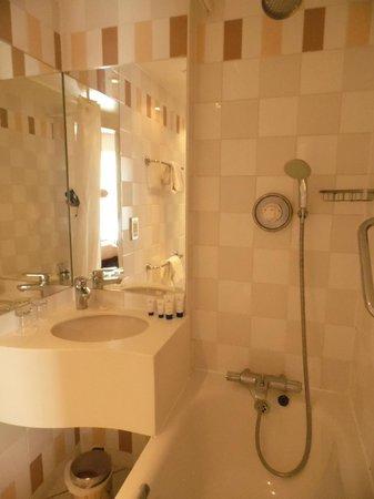 Holiday Inn London - Kensington High Street: Bathroom