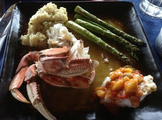 Kodiak Adventures Lodge - Larry Carroll: Fresh steamed crab and roasted halibut with aspargus...