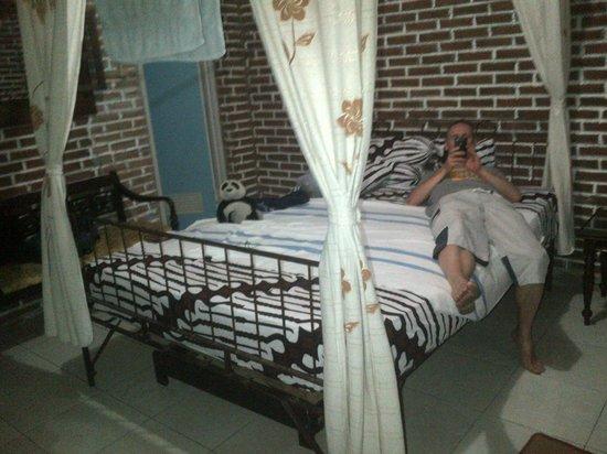 Penginapan Pojok I: The better, more decent room facing the main road