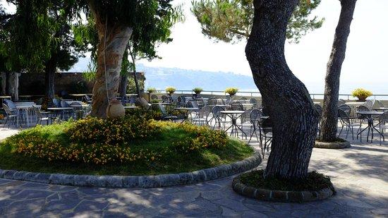 Grand Hotel Ambasciatori: Terrasse