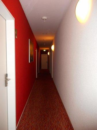 MEININGER Hotel Hamburg City Center: Einer der Gänge