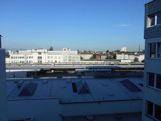 MEININGER Hotel Hamburg City Center: Ausblickder Zimmer nach hinten Raus