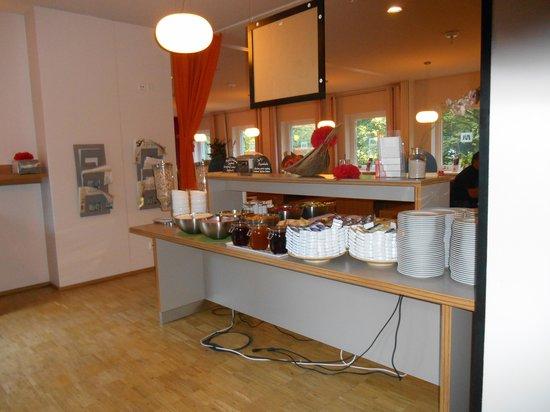 MEININGER Hotel Hamburg City Center: Frühstücksbuffet