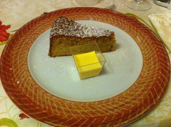 Ciasa Alpina Relax Hotel: torta di mele e cremina alla vaniglia