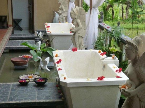 Beji Ayu Spa: Outdoor flower baths