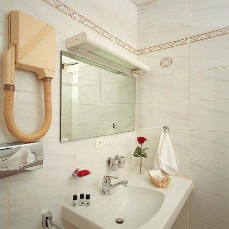 Hôtel Crystal : Bathroom