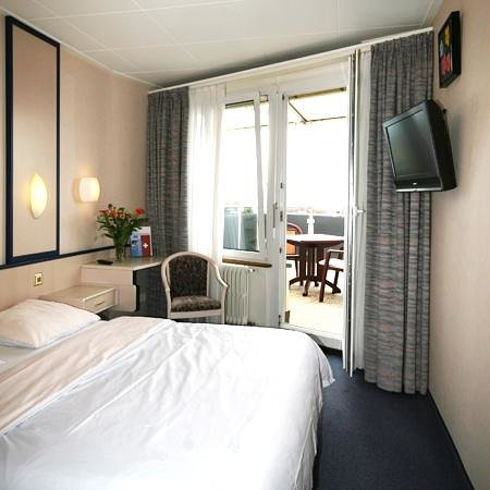 Hôtel Crystal : Double room with terrace