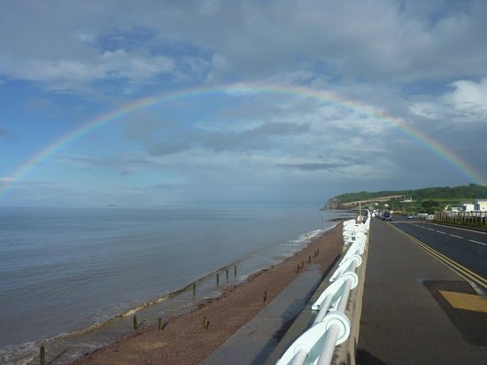 Hoburne Blue Anchor : Rainbow over Blue Anchor