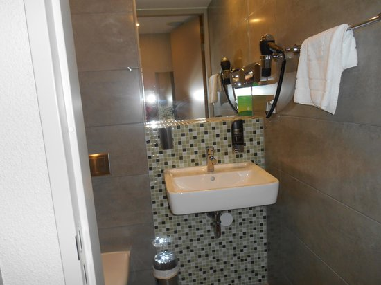 MEININGER Hotel Amsterdam City West: Lavabo
