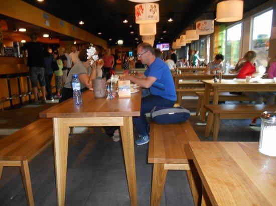 MEININGER Hotel Amsterdam City West: Auffenthaltsraum mit Bar