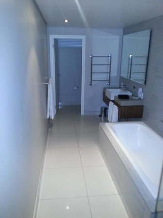 AHA Harbour Bridge Hotel & Suites: Bathroom