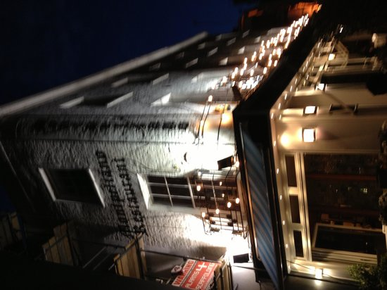 Cafe Montpeliano: Night view