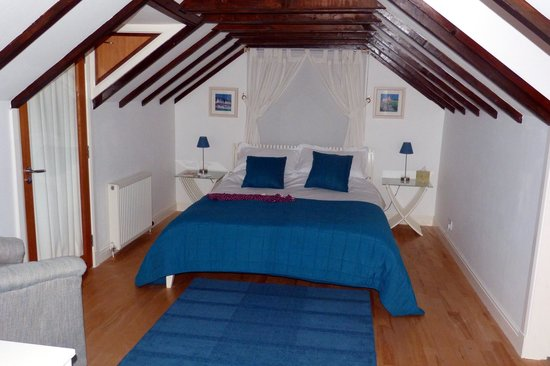 Huntingtower Lodge: Bedroom in Waterfall Suite