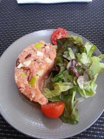 Le Cafe Des Arts : Tartare de saumon