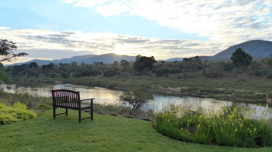 Khandizwe River Lodge: jardin