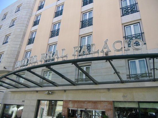 Real Palacio Hotel: ENTRADA AL HOTEL