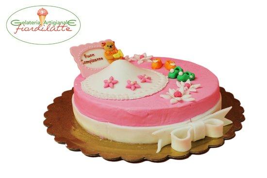 Gelateria Artigianale Fiordilatte Un esempio di torta gelato decorata con  pasta di zucchero
