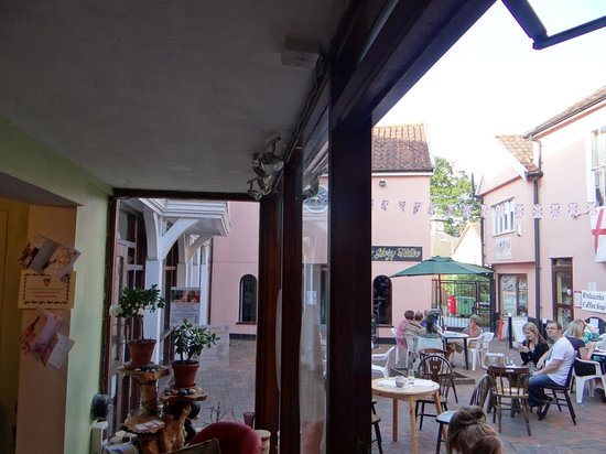 Winchester's Wine Bar: Inside view