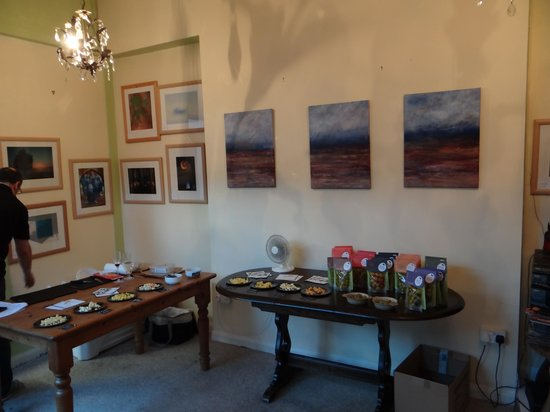 Winchester's Wine Bar: cheese and olives for winetasting