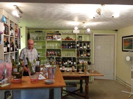 Winchester's Wine Bar: Your Other Host, Allan