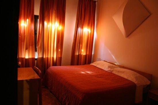 Hotel La Vecchia Cartiera: Camera matrimoniale