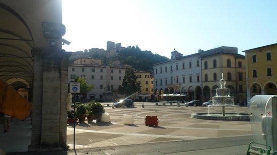 Hotel La Vecchia Cartiera: Piazza principale