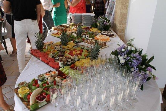 Ruri Pulcra: Buffet di frutta e dolci