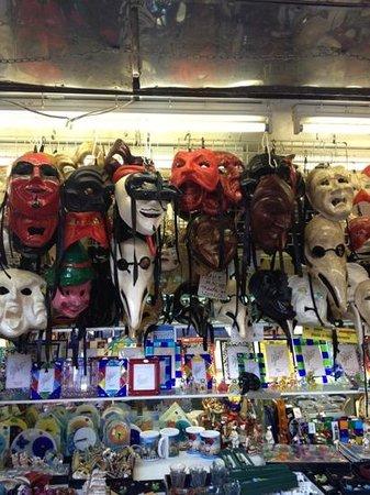 Niki's: maschere in quantità