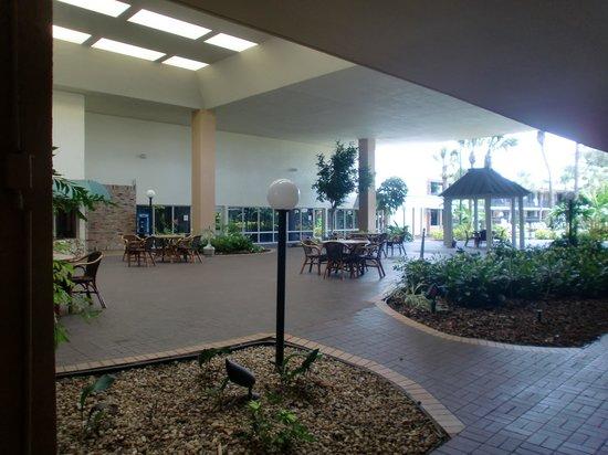 Ramada Kissimmee Gateway: Atrium