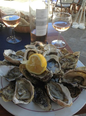 Le Belem : Beautiful Local Oysters