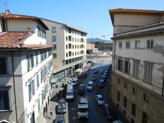 Hotel Boccaccio: Visuale dalla finestra, sul fondo la vicinissima Stazione di S.M.N.