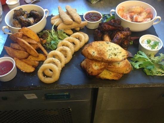 Punchbowl Inn: combo platter