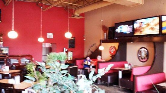 Radio Café: Open bar-grill style