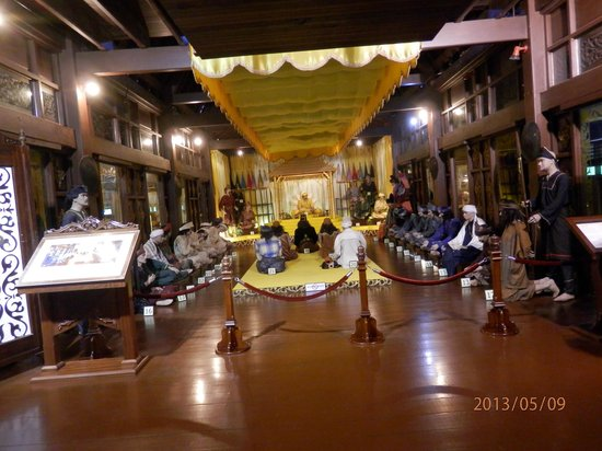 Malacca Sultanate Palace : Diorama of the Sultan's Court in the fifteenth century