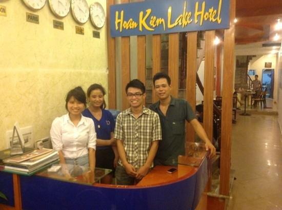 Hoan Kiem Lake Hotel: l'équipe de l'acueil de l'hotel Hoan Kiem Lake Hanoi