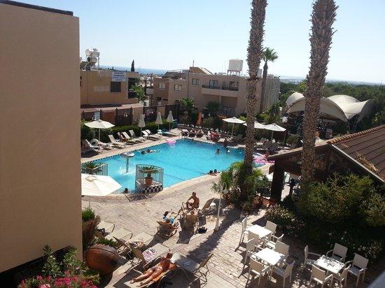 Senator Hotel Apartments: piscina 2