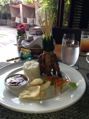 Gending Kedis Villas & Spa Estate: satay meal
